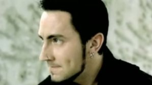 photoset-music-man-Arron-Fink-BreakingBenjamin-out-scene-Away-2009