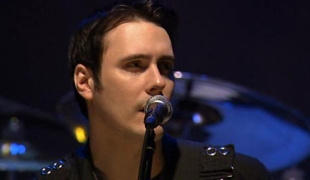 foto-live-vocalist-Ben-Burnley-BreakingBenjamin-out-scene-Topless-2013