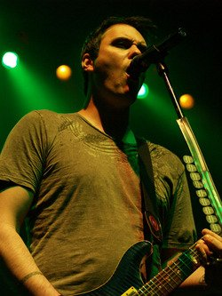 photo-vocal-Ben-Burnley-BreakingBenjamin-out-scene-I-Will-Not-Bow-2006