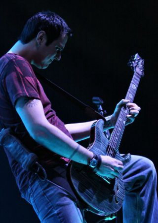 photos-leader-Ben-Burnley-BreakingBenjamin-home-foto-Dear-Agony-2005