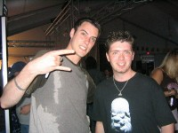 fotki-vocalist-Benjamin-Burnley-BreakingBenjamin-with-fans-Crawl-2003
